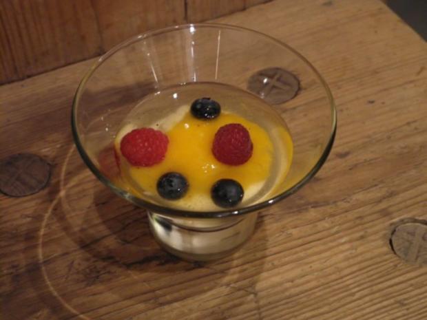 Geeistes Champagnersüppchen mit Joghurt-Mousse und Mango-Bergamotte Sorbet - Rezept