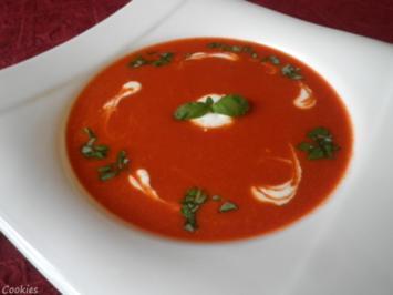 26 schnelle tomatensuppe mit frischen tomaten und passierte tomaten rezepte. Black Bedroom Furniture Sets. Home Design Ideas