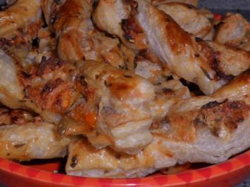 Snack: Knusprige Blätterteigstangen mit Tomaten und Oliven - Rezept