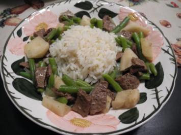 Vegan : Soja - Rindvleisch  mit grünen Bohnen an Reis - Rezept