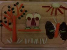Kinder Broteule auf Möhrenbaum neben Schmetterling unter Sonne - Rezept
