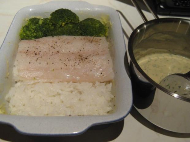 Kabeljau auf einem Reisbett, unter Senf-Sahne-Sauce überbacken - Rezept - Bild Nr. 2