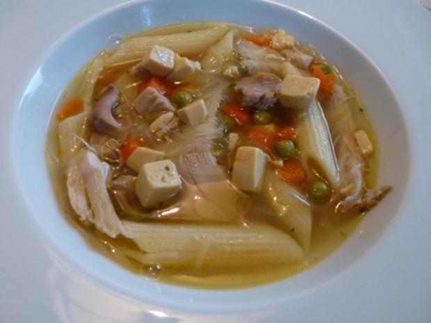 Hühnersuppe mit Eierstich und Gemüse - Rezept