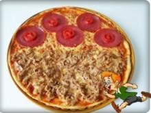 Selbstgemachte Thunfisch-Salami- Tomate- Käse  Pizza - Rezept