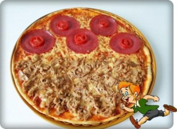 selbstgemachte thunfisch salami tomate k se pizza rezept. Black Bedroom Furniture Sets. Home Design Ideas