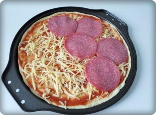Selbstgemachte Thunfisch-Salami- Tomate- Käse  Pizza - Rezept - Bild Nr. 22