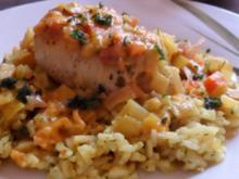 Fleisch: Überbackene Putenröllchen mit Apfel-Schinken-Füllung & Currysoße - Rezept