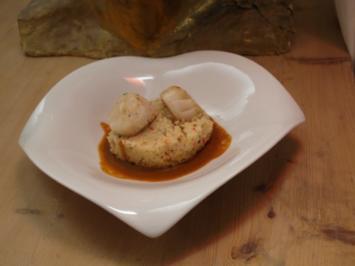 Gebratene Jakobsmuschel auf Gemüse-Couscous und Karotten-Ingwer-Jus - Rezept