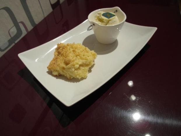 Warmer Streuselkuchen mit Kokoseis - Rezept