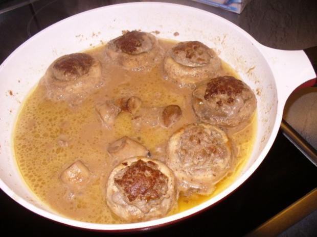 Schweinefilet-Medaillons im Schinkenmantel, gefüllte Champignons und Pommes frites - Rezept - Bild Nr. 4