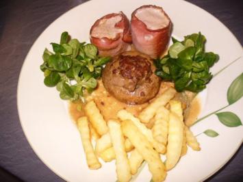 Rezept: Schweinefilet-Medaillons im Schinkenmantel, gefüllte Champignons und Pommes frites