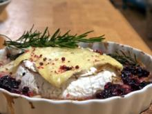 Ofencamenbert mit Rosmarin-Preiselbeer-Birnen - Rezept
