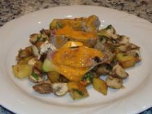 Lammrückenfilet mit Schafskäse im Zucchinimantel auf Kartoffel-Pilz-Salat mit Paprikaschau - Rezept