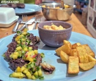 Rinderhack, Pommes, Ananas-Gurken-Salsa, scharfe Majo - Rezept