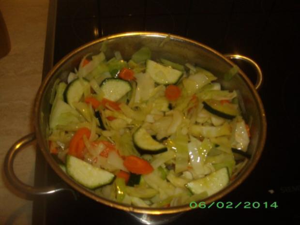 Weißkohlauflauf mit Karotten und Zucchini - Rezept - Bild Nr. 2