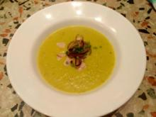 gelbe Paprika-Avocado-Suppe mit zweierlei Topping - Rezept