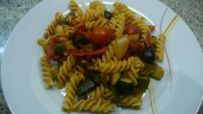 Mediterranes Gemüse mit Nudeln - Rezept