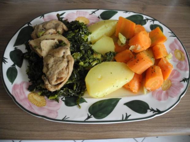 Vegan : Mein Veggi - Rollbraten auf Grünkohl mit Kartoffeln und Karotten - Rezept - Bild Nr. 4