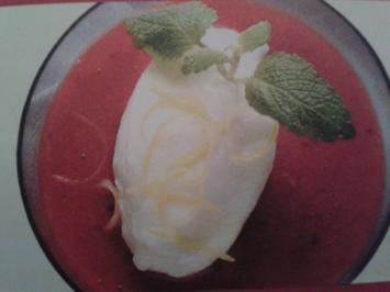 """""""Schwimmende Insel"""" auf Erdbeerpüree - Rezept"""