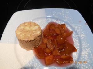 Dessert: Lebkuchenparfait  mit Rotweinpflaumen - Rezept