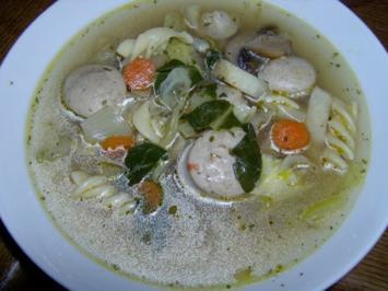 Wurstknödelbrühe mit Gemüse und Nudeln - Rezept