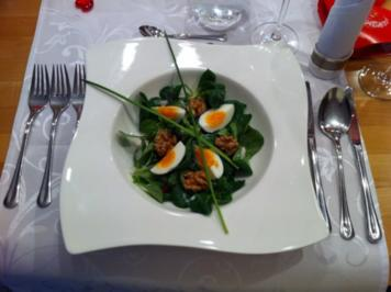 Feldsalat mit Ei und karamellisierten Walnüssen - Rezept