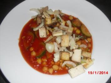 Rezept: Zuccini Tomatensuppe mit Räuchertofu