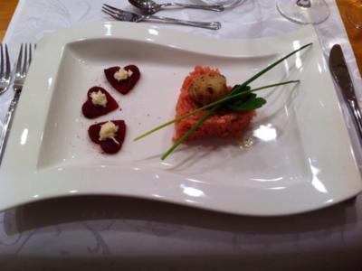 Rote-Beete-Risotto mit gebratener Jakobsmuschel und Rote-Beete-Herzen - Rezept