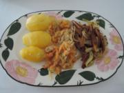 Vegan : Veggi - Zwiebel - Gyros mit Karotten - Sauerkraut dazu Kartoffeln - Rezept