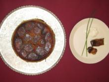 Hackfleisch und Basmatireis geschichtet mit Safransoße u. Auberginen-Zucchinirollen - Rezept