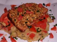 Ofengerichte: Überbackener Leberkäse mit einer Käse-Nuss-Haube auf Kartoffel-Gemüsepüree - Rezept
