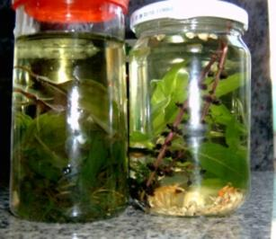 Kräuter-Knoblauch Öl/ Kräuter-Knoblauch Chilli Öl (scharfe variante) - Rezept