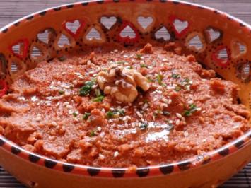 Dips/Pasten: Pikante Walnuss-Tomaten-Paste - Rezept