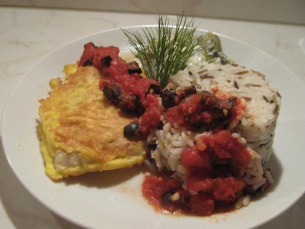 Kabeljau in Parmesan-Ei-Hülle mit geschmorten Gurken, Wildreis- mischung und Tomatensauce - Rezept - Bild Nr. 2