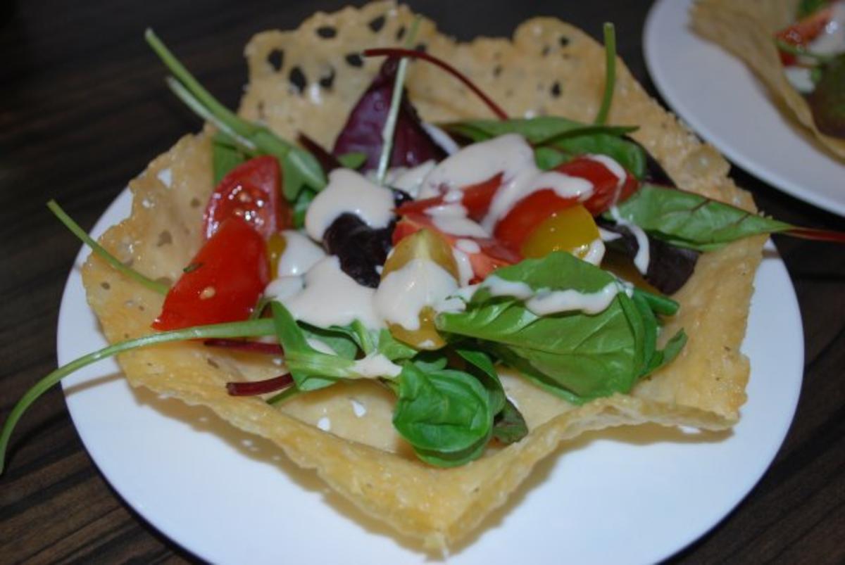 Caesar's Salad im Parmesankörbchen - Rezept von Anni2000