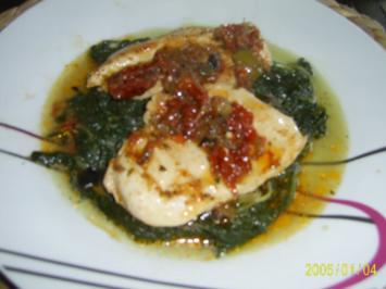 Huhn: aromatische Hähnchenschnitzel mit Oliven-Tomaten-Paste.... - Rezept