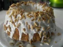 Mandel-Joghurt-Gugelhupf mit Kirsch-Topping - Rezept