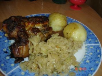 Schweinehaxe mit bayrisch Kraut und Knödel - Rezept