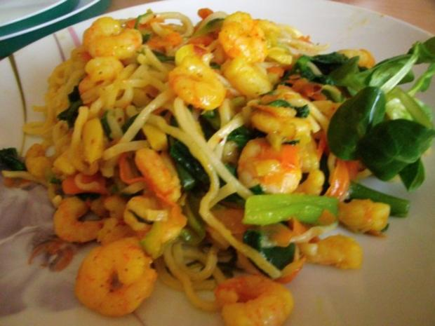 bunte Gemüsepfanne mit Mie-Nudeln und Garnelen - Rezept
