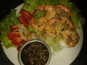 Garnelen gebraten auf Salatbeet - Rezept