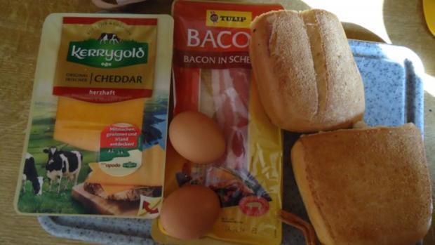 Bacon-Cheddar-Brötchen mit Rührei - Rezept - Bild Nr. 2