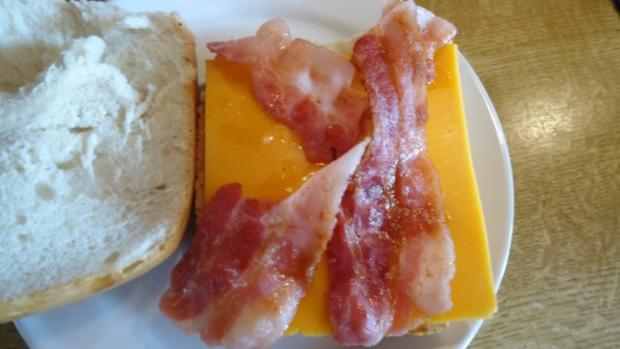 Bacon-Cheddar-Brötchen mit Rührei - Rezept - Bild Nr. 5