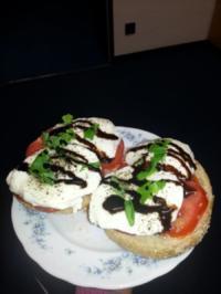 Tomate Mozarella auf Sonnenblumenkernbrot - Rezept