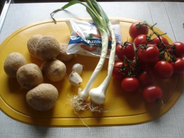 Kartoffelrösti mit Mozzarella und Tomatensalat - Rezept - Bild Nr. 2