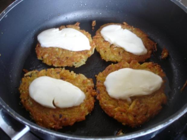 Kartoffelrösti mit Mozzarella und Tomatensalat - Rezept - Bild Nr. 10