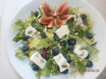 Rezept: Gemischter Salat mit frischen Früchten und Camembert