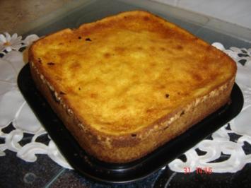 Mirabellen-Rotweinkuchen mit Sauerrahmguß - Rezept