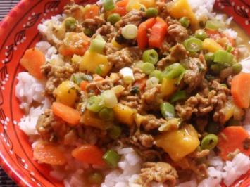 Pfannengerichte: Fruchtige Mango-Hackfleisch-Pfanne mit Erdnuss-Soße - Rezept