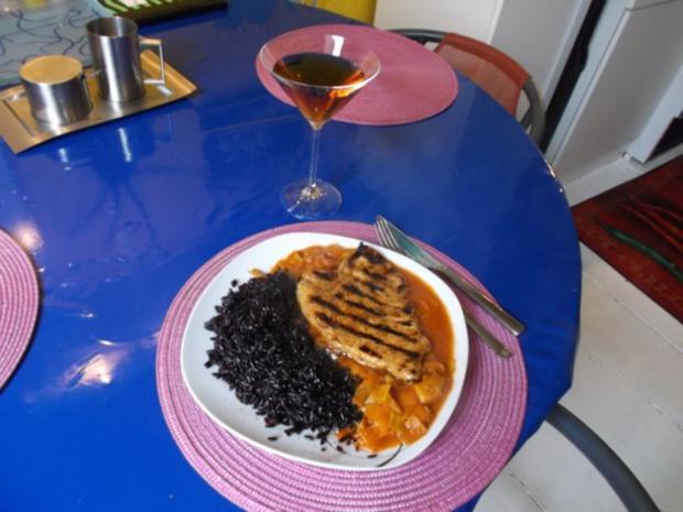 gefl gel pikantes schnitzel mit schwarzen thail ndischen klebreis rezept. Black Bedroom Furniture Sets. Home Design Ideas