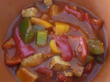 Vegan : Bunter Paprika in Tomatensoße mit Tofu und gekochten Reis - Rezept